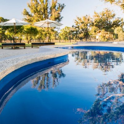 seamless edge pool surrounds