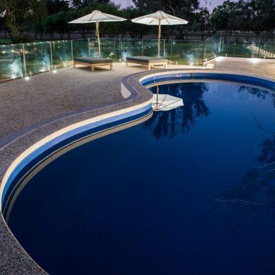 exposed aggregate seamless edge pool